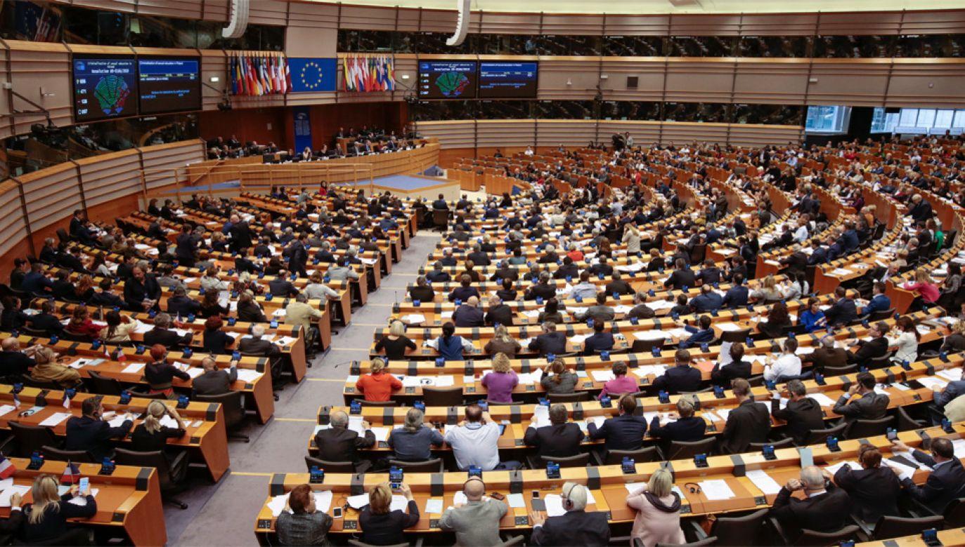 Do europejskich rolników ma trafić 58,12 mld euro (fot. PAP/EPA/OLIVIER HOSLET)