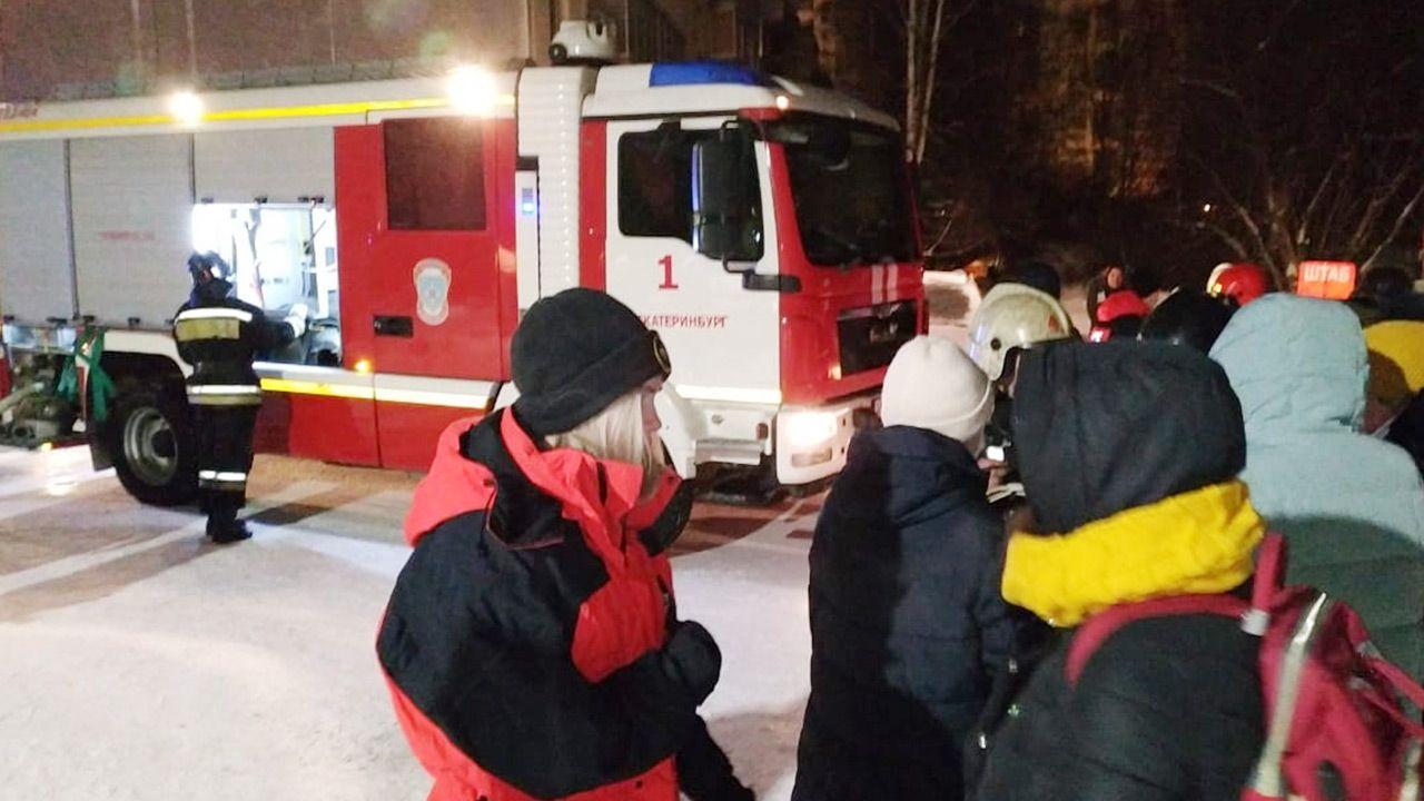 Ewakuowano 90 osób, jednak nie wszystkich udało się uratować (fot. Russian Emergencies Ministry\TASS via Getty Images)