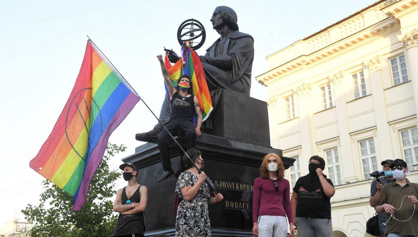 """– Jeśli nie będzie zmiany języka, nie zmieni się społeczeństwo. To pani """"Margot"""", nie pan Michał – mówi zwolennik LGBT (fot. PAP/Radek Pietruszka)"""