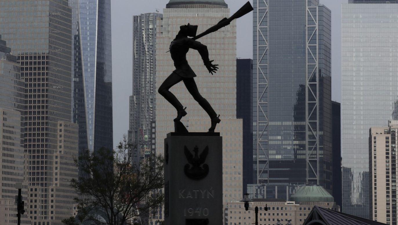 Autorem monumentu, upamiętniającego ofiary zbrodni katyńskiej popełnionej w 1940 roku przez radziecką policję polityczną NKWD na polskich jeńcach wojennych był Andrzej Pityński (fot. Gary Hershorn/Getty Images)
