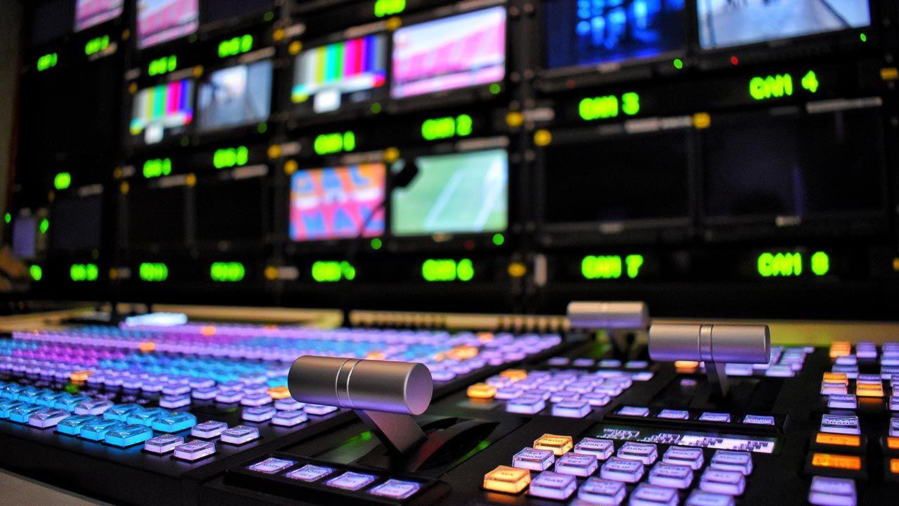 Trwają konsultacje projektu ustawy ws. podatku od mediów (fot. Shutterstock/Cooler8)