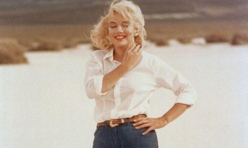 """Rok 1960. Bunt dojrzewa. Dżinsy noszą aktorzy: Marylin Monroe w filmie """"Skłóceni z życiem"""". Fot. Sunset Boulevard/Corbis via Getty Images"""