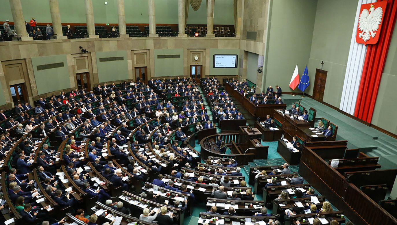 W lutym 79 proc. uprawnionych do głosowania zadeklarowało, że wzięłoby udział w wyborach, gdyby odbywały się w najbliższą niedzielę (fot. PAP/Rafał Guz)