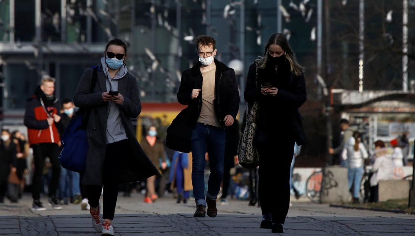Obostrzenia wynikają ze wzrostu zakażeń koronawirusem (fot. REUTERS/Kacper Pempel)