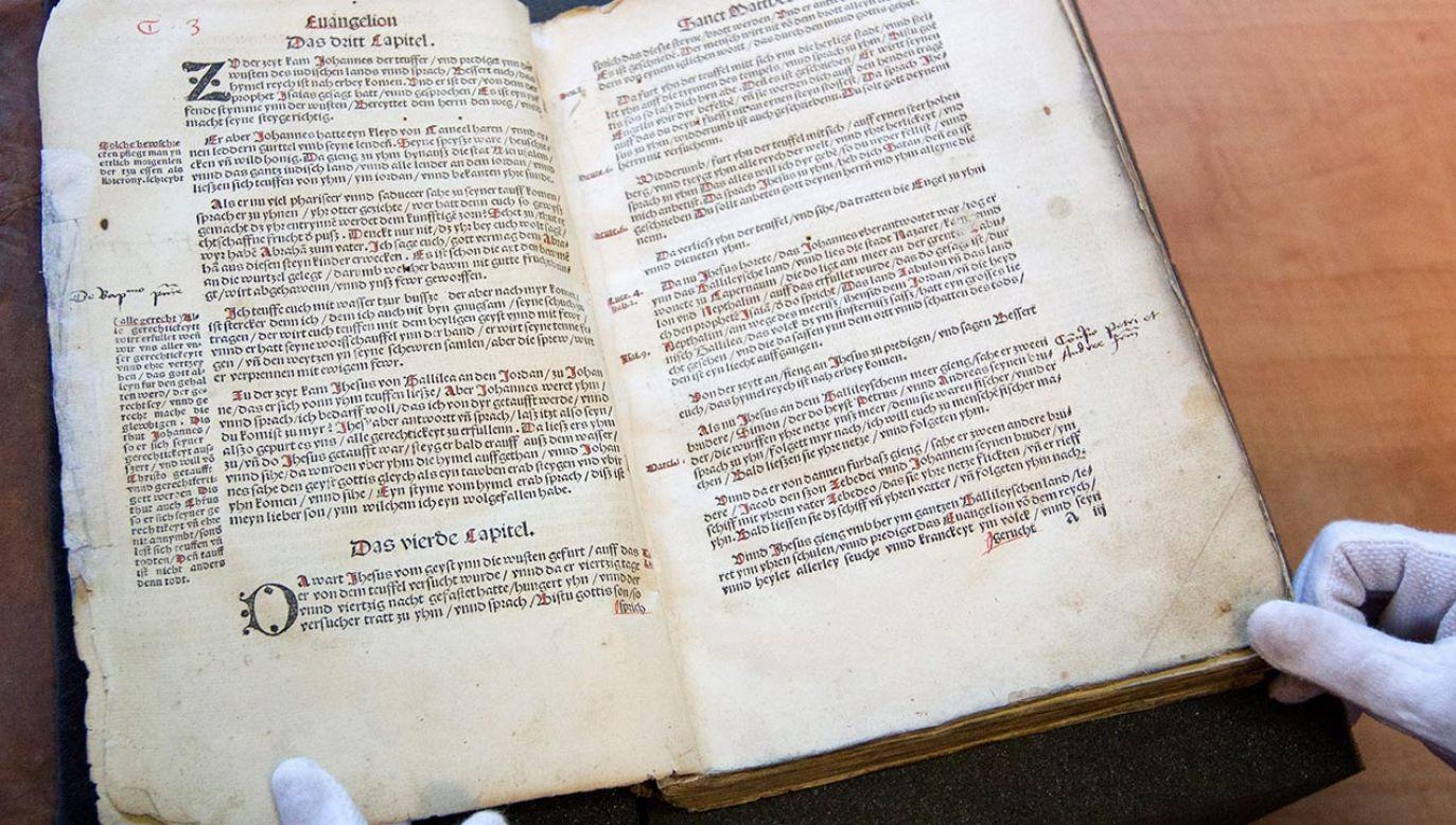 Zbiory Książnicy Cieszyńskiej liczą ok. 17,5 tys. starych druków (fot. PAP/Andrzej Grygiel)
