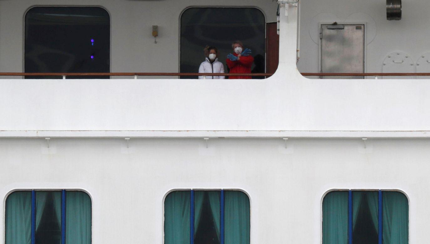 W kabinach pozostaną podróżni i członkowie załogi, którzy mieli bezpośredni kontakt z zarażonymi koronawirusem (fot. Reuters/Kim Kyung Hoon)