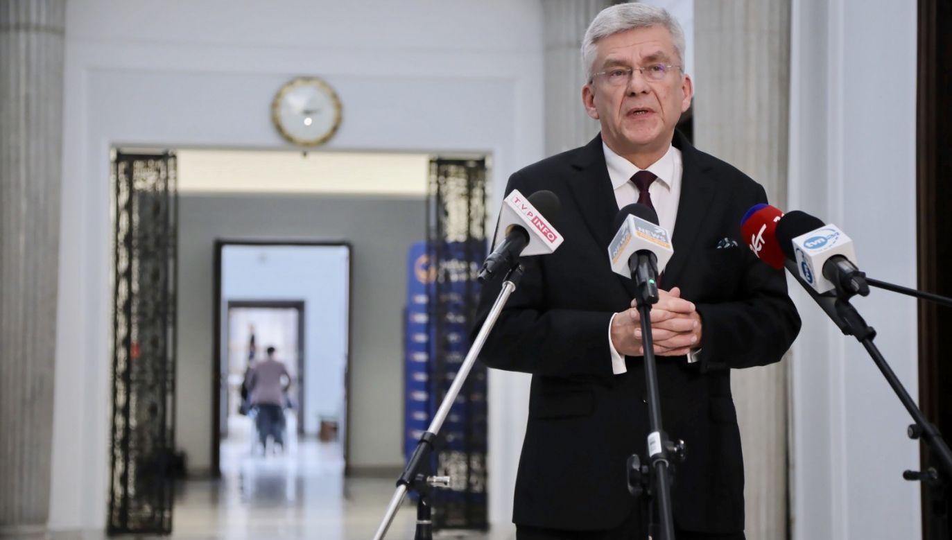 Wicemarszałek Senatu zapewnił, że rząd nie zamknie sklepów(fot. PAP/Wojciech Olkuśnik)