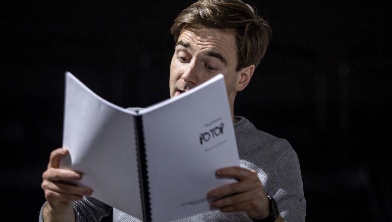 Reżyserem spektaklu jest Jakub Roszkowski (fot. Materiały prasowe)
