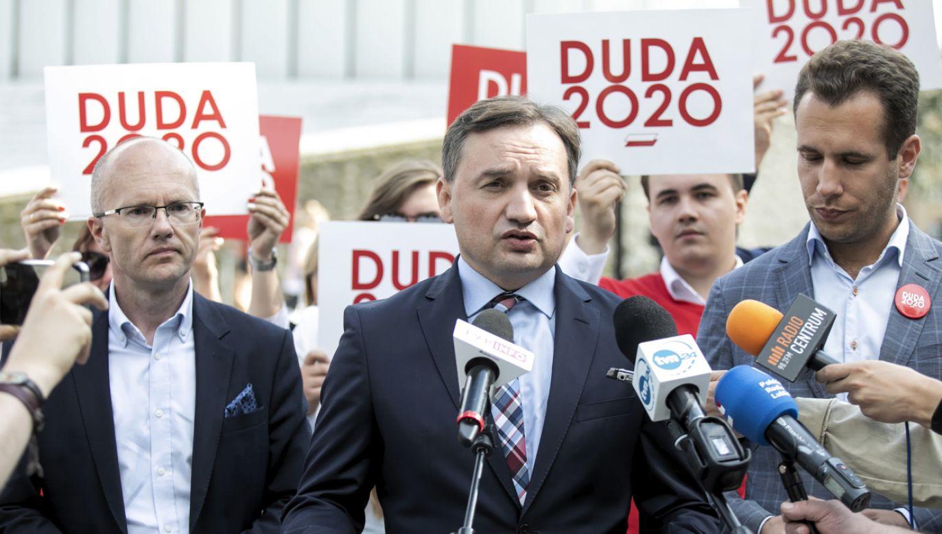 Minister sprawiedliwości Zbigniew Ziobro oraz poseł PiS Jan Kanthak podczas konferencji prasowej w Lublinie 9 lipca br. (fot. PAP/Jacek Szydłowski)