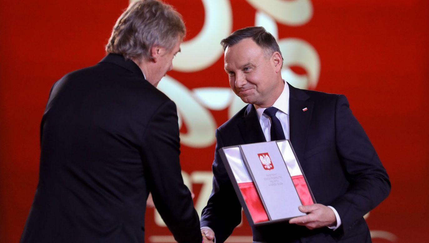 Prezydent podziękował także obecnemu prezesowi PZPN Zbigniewowi Bońkowi  (fot. KPRP/Krzysztof Sitkowski)