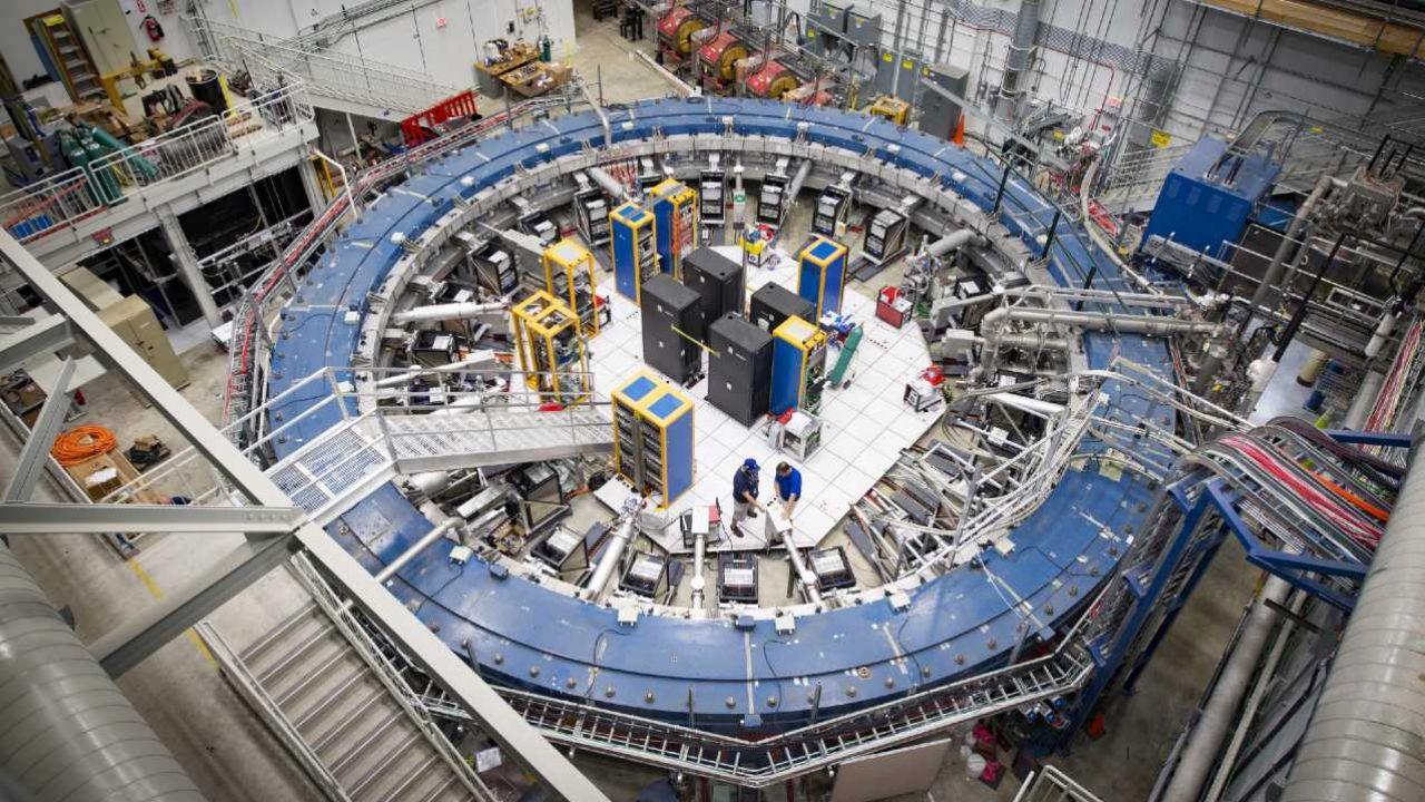 Spin mionu pod wpływem pola magnetycznego jest inny niż powinien (fot. Fermilab)