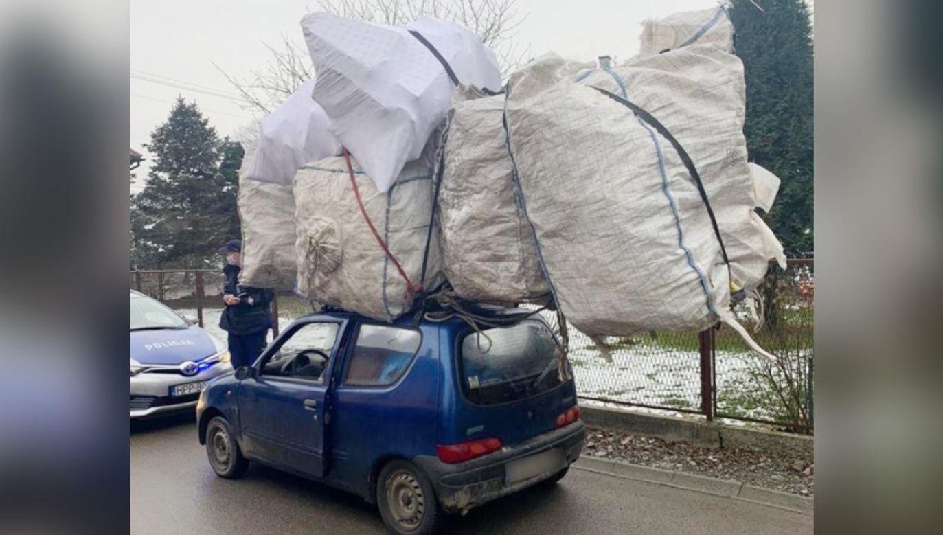Kierowca nie miał ubezpieczenia, a auto aktualnych badań (fot. Policja)