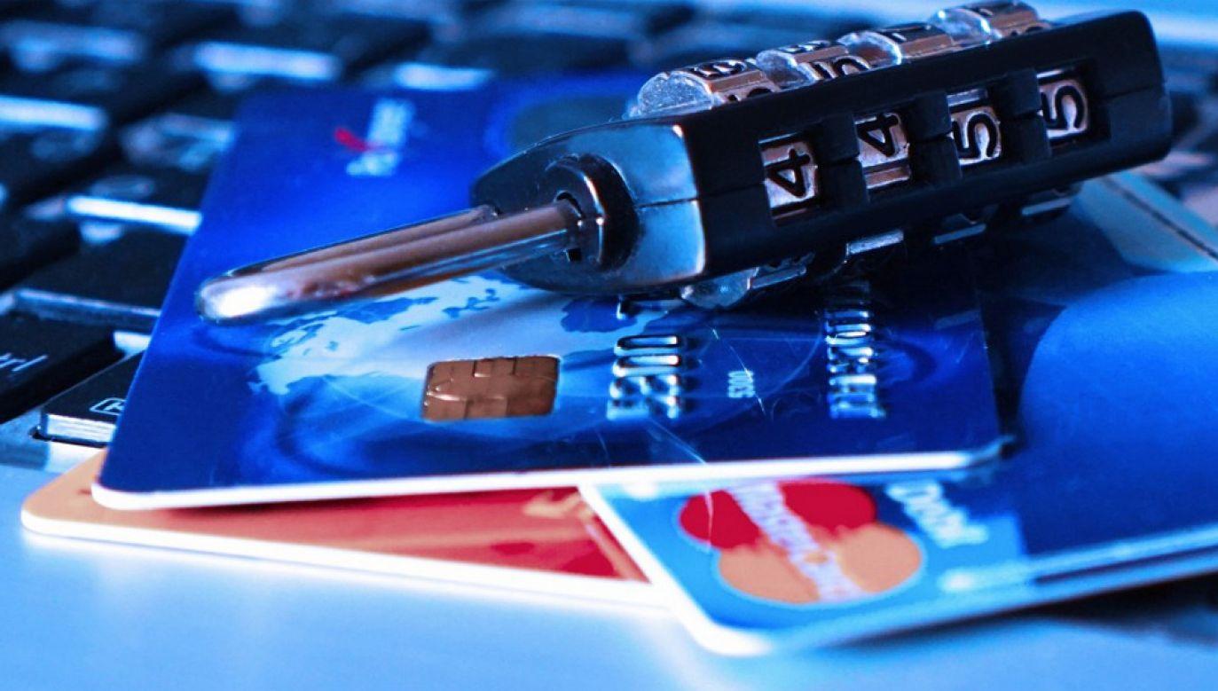 UODO ostrzega, że trzeba zachowywać dużą ostrożność podając dane przez internet (fot. UODO)