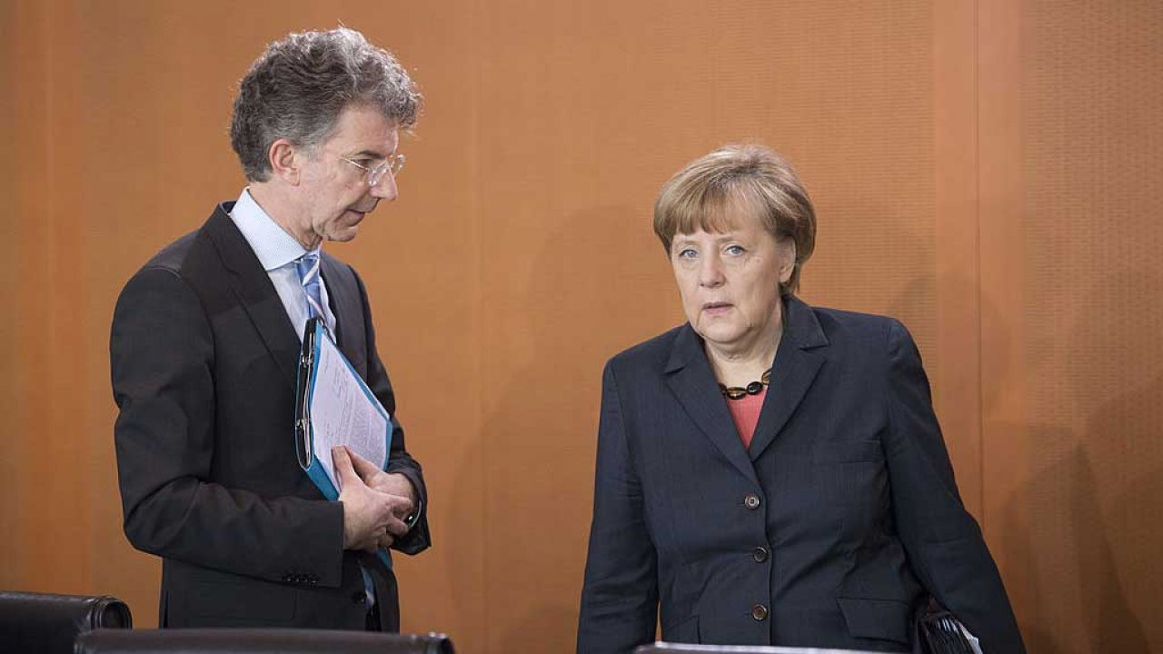 Christoph Heusgen i Angela Merkel (fot. Michael Gottschalk/Photothek via Getty Images)