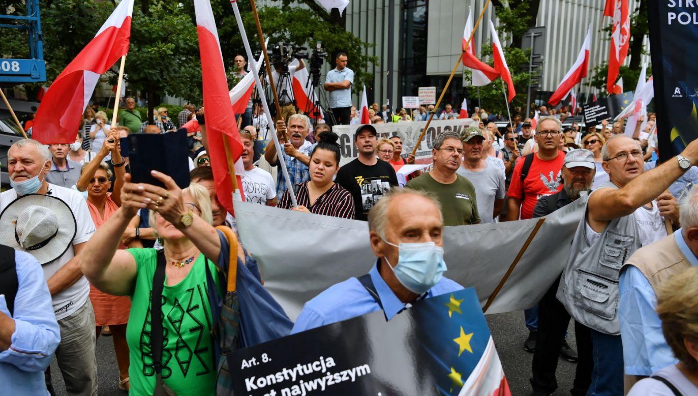 Manifestacja Klubów Gazety Polskiej (fot. PAP/Piotr Nowak)