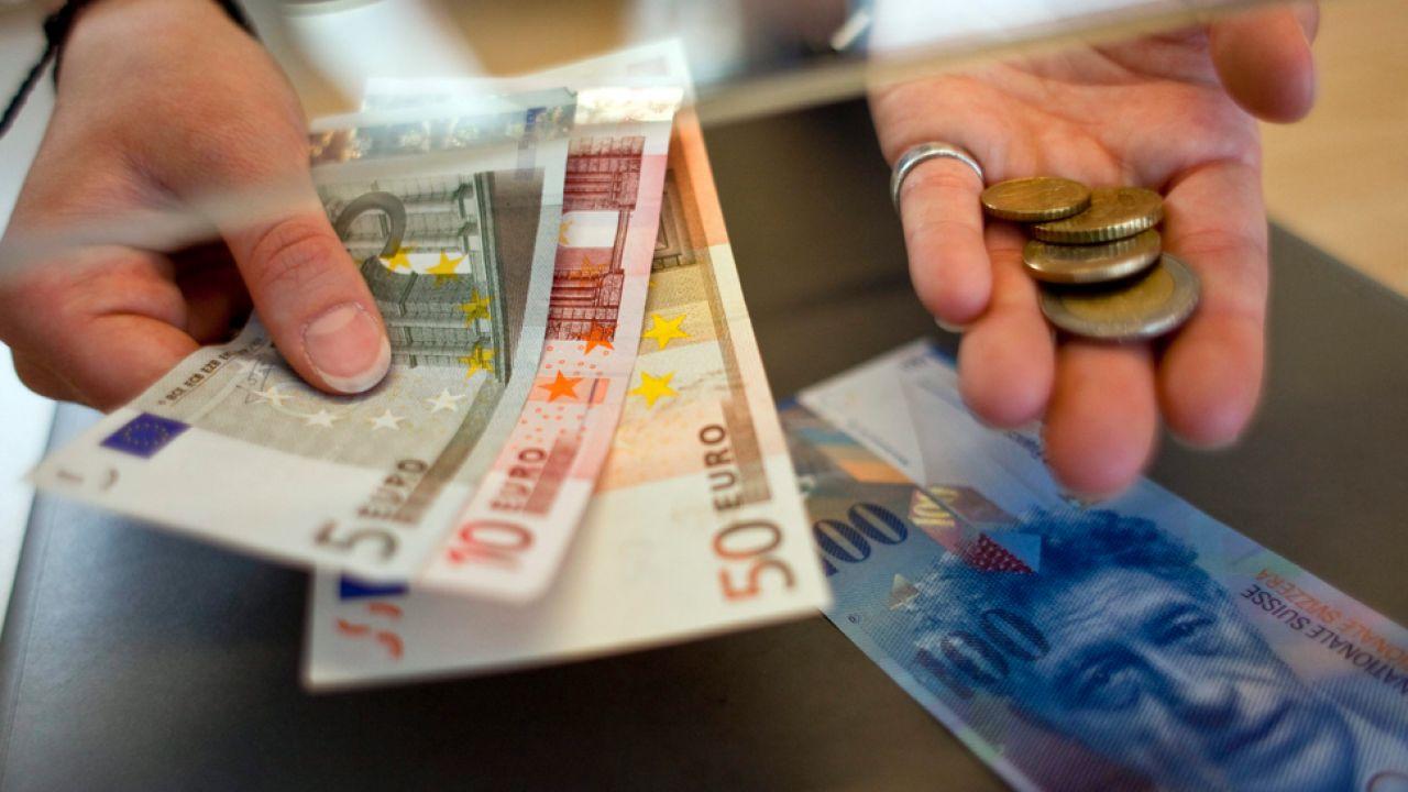 Austria, Polska i Francja to kraje, gdzie obywatele wzięli kredyty we frankach o największej wartości (fot. PAP/EPA/ENNIO LEANZA)
