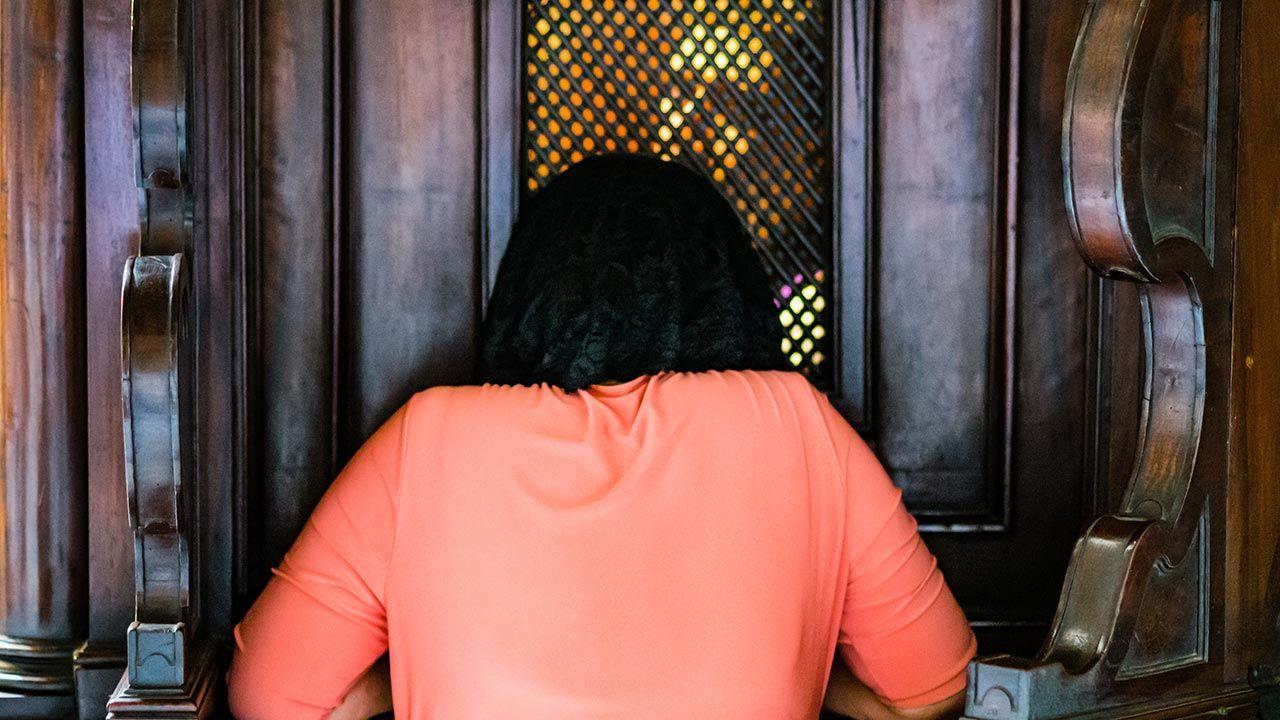 Za odmowę duchownym grozić ma kara więzienia i grzywny (fot. Shutterstock/PIGAMA)