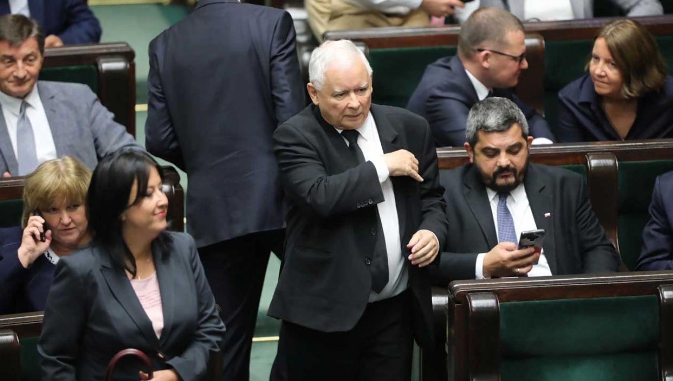 Prezes PiS Jarosław Kaczyński zawiesił 15 posłów w prawach członków partii (fot. PAP/Wojciech Olkuśnik)