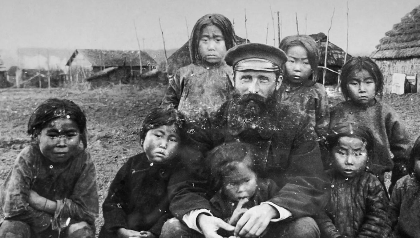 Bronisław Piłsudski sam miał dwójkę swoich ajnuskich dzieci (fot. TVP)