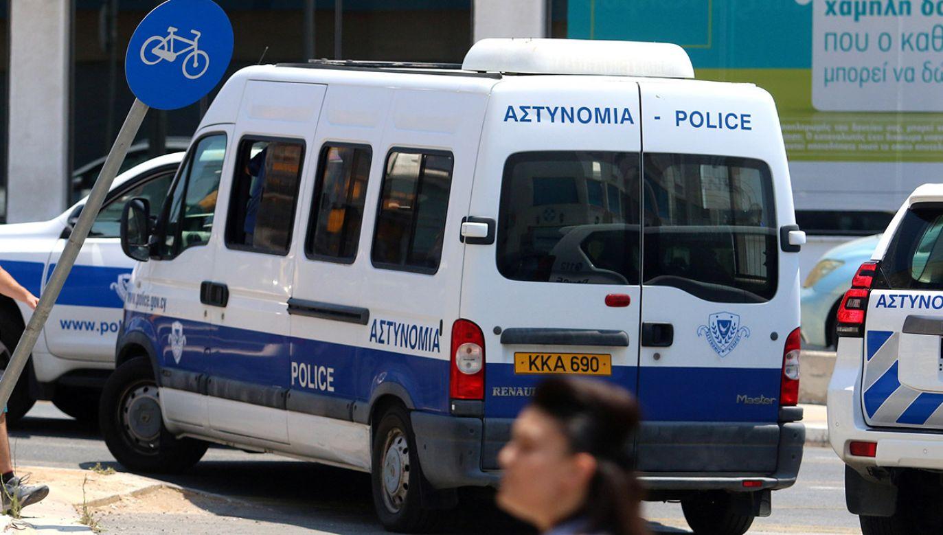 W wyniku wybuchu bomby w samochodzie sędziego nikt nie ucierpiał (fot. REUTERS/Yiannis Kourtoglou)