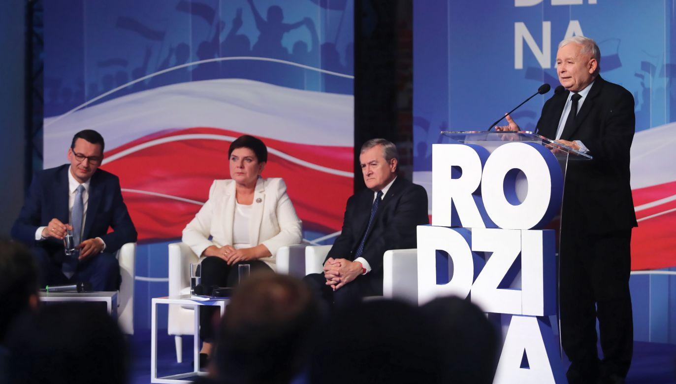 Prezes PiS Jarosław Kaczyński w czasie spotkania jego ugrupowania w Łodzi, które było poświęcone rodzinie i programom społecznym (fot. PAP/Roman Zawistowski)