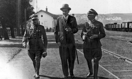 Minister spraw zagranicznych Józef Beck (w środku, 1933). Fot. NAC