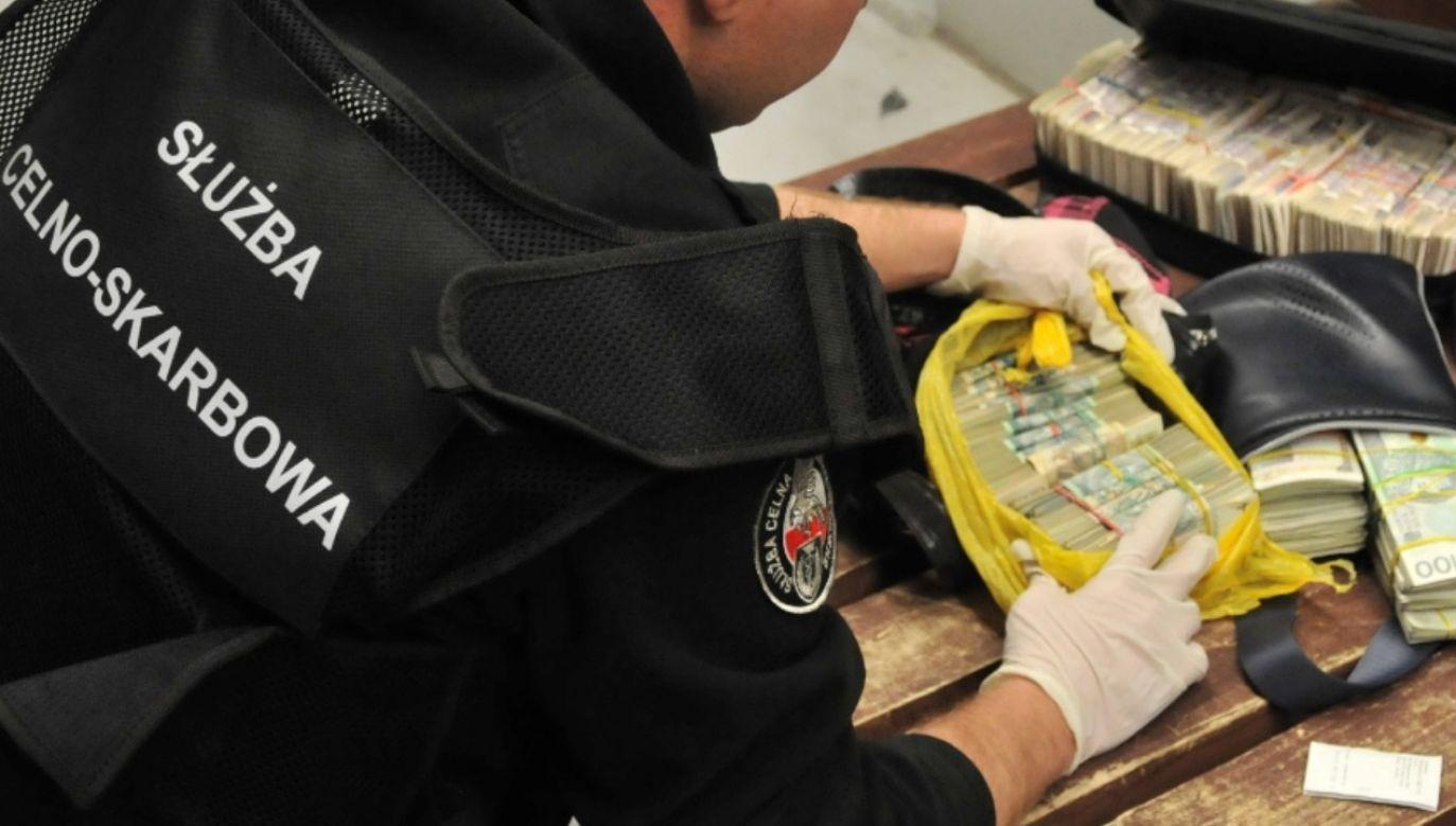 Na przejściu w Budomierzu funkcjonariusze wykryli u obywatela Ukrainy blisko 67,5 tys. euro w gotówce (fot.  Izba Administracji Skarbowej w Rzeszowie)