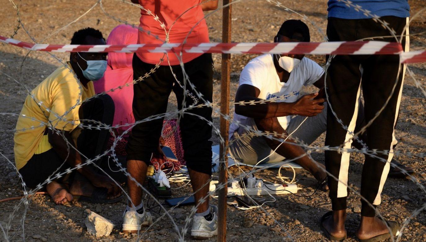 Komisja Europejska chce położyć nacisk na deportacje (fot. PAP/EPA/VANGELIS PAPANTONIS)
