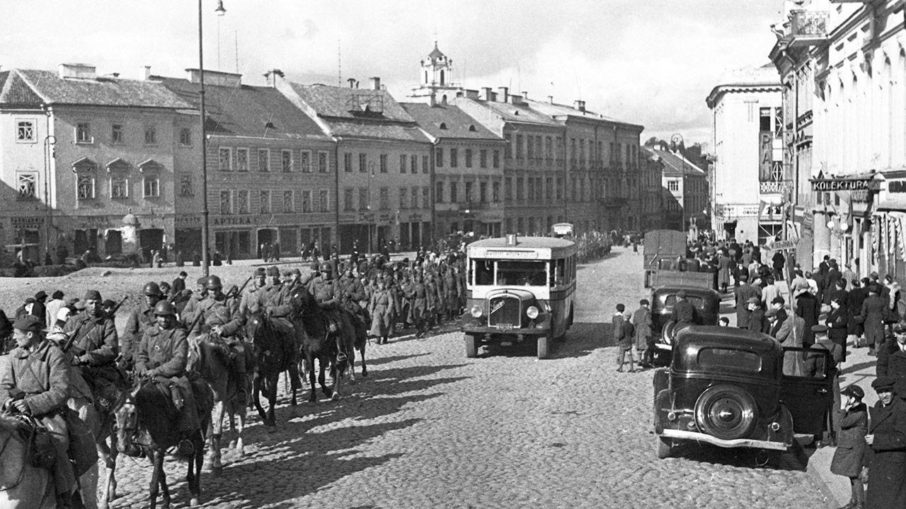 Sowiecka napaść na Polskę była realizacją układu Ribbentrop-Mołotow, podpisanego w Moskwie 23 sierpnia 1939 r. (fot. Sovfoto/Universal Images Group via Getty Images)