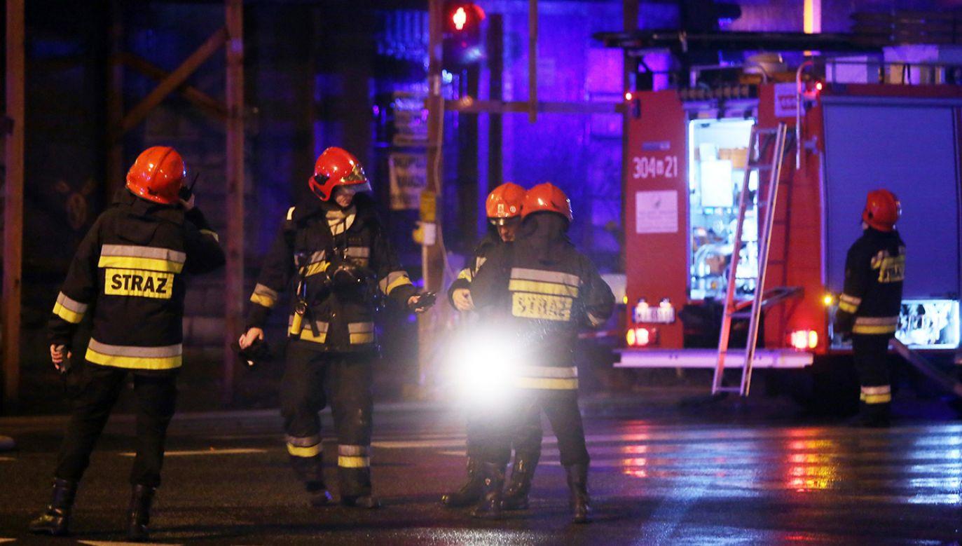 W akcji gaśniczej uczestniczyło 9 zastępów straży pożarnej (zdjęcie poglądowe, arch.PAP/Tomasz Gzell)