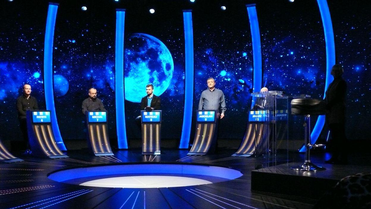 Zwodnicy 9 odcinka 110 edycji na stanowiskach oczekują na grę