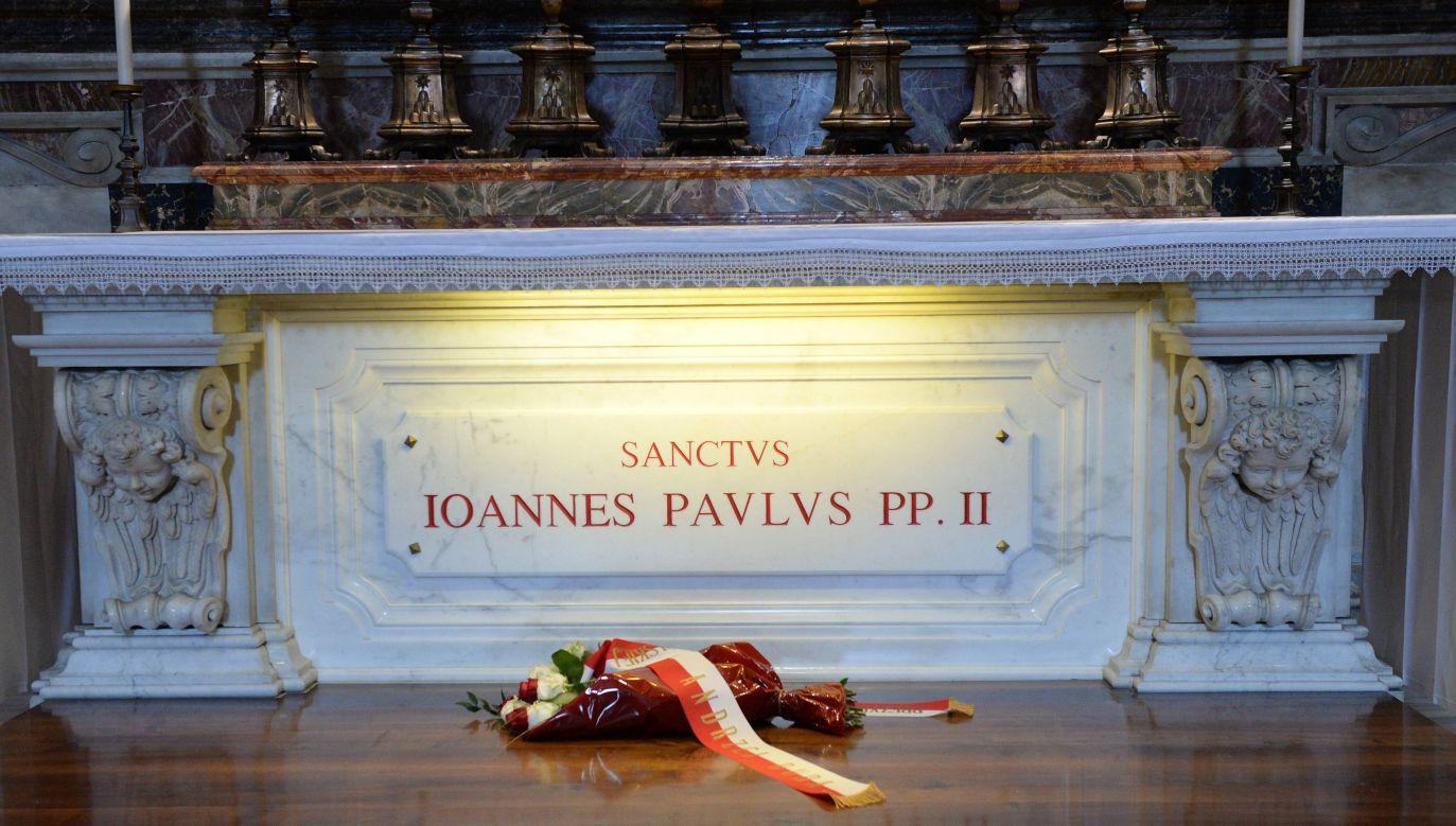 Papież Jan Paweł II zmarł 2 kwietnia 2005 roku w Watykanie o godz. 21. 37  (fot. arch. PAP/Jacek Turczyk)