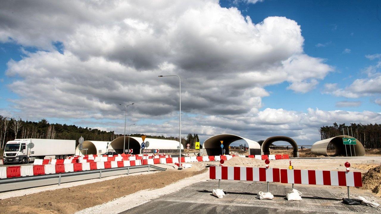 Niedokończony fragment drogi ekspresowej S5 w województwie kujawsko-pomorskim pod koniec marca 2020 r. (fot. arch PAP / Tytus Żmijewski)