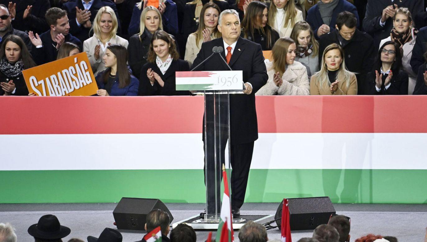 Victor Orban przemawiałdziś w Budapeszcie (fot. PAP/EPA/Szilard Koszticsak)