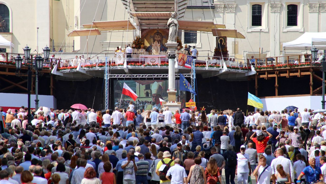 Na uroczystość Wniebowzięcia NMP dotarły 64 grupy a w nich 70 tys. osób (fot. PAP/Waldemar Deska)