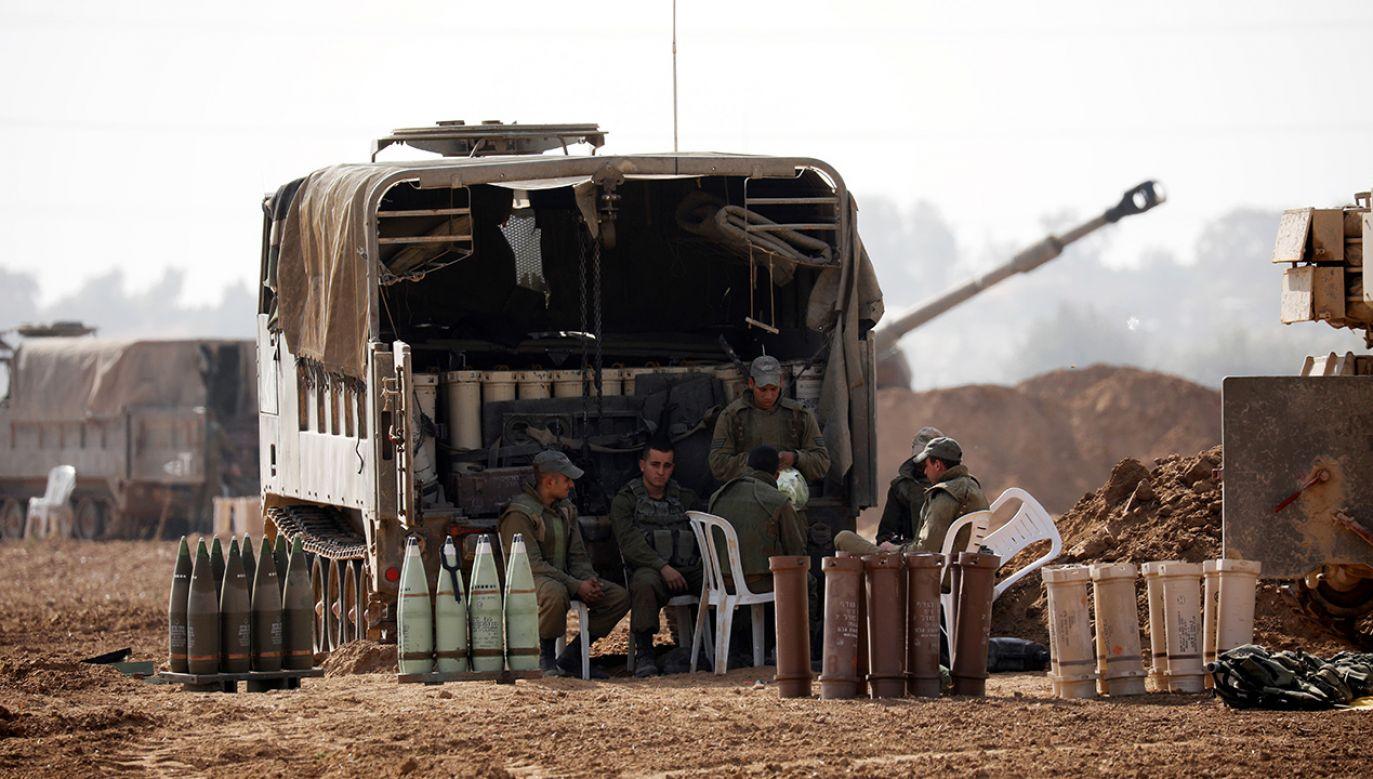Izrael przeprowadził dziesiątki nalotów, zabijając co najmniej 34 Palestyńczyków (fot. Reuters/Amir Cohen)