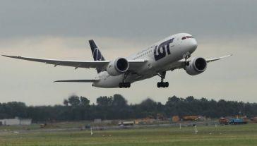 Siatka połączeń od 1 czerwca br. obejmuje około 30 lotów każdego dnia (fot. PAP/Radek Pietruszka)