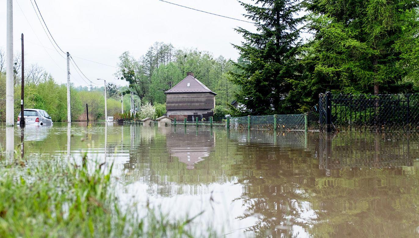W ciągu godziny spadło ponad 55 litrów wody na metr kwadratowy (fot. PAP/Hanna Bardo)