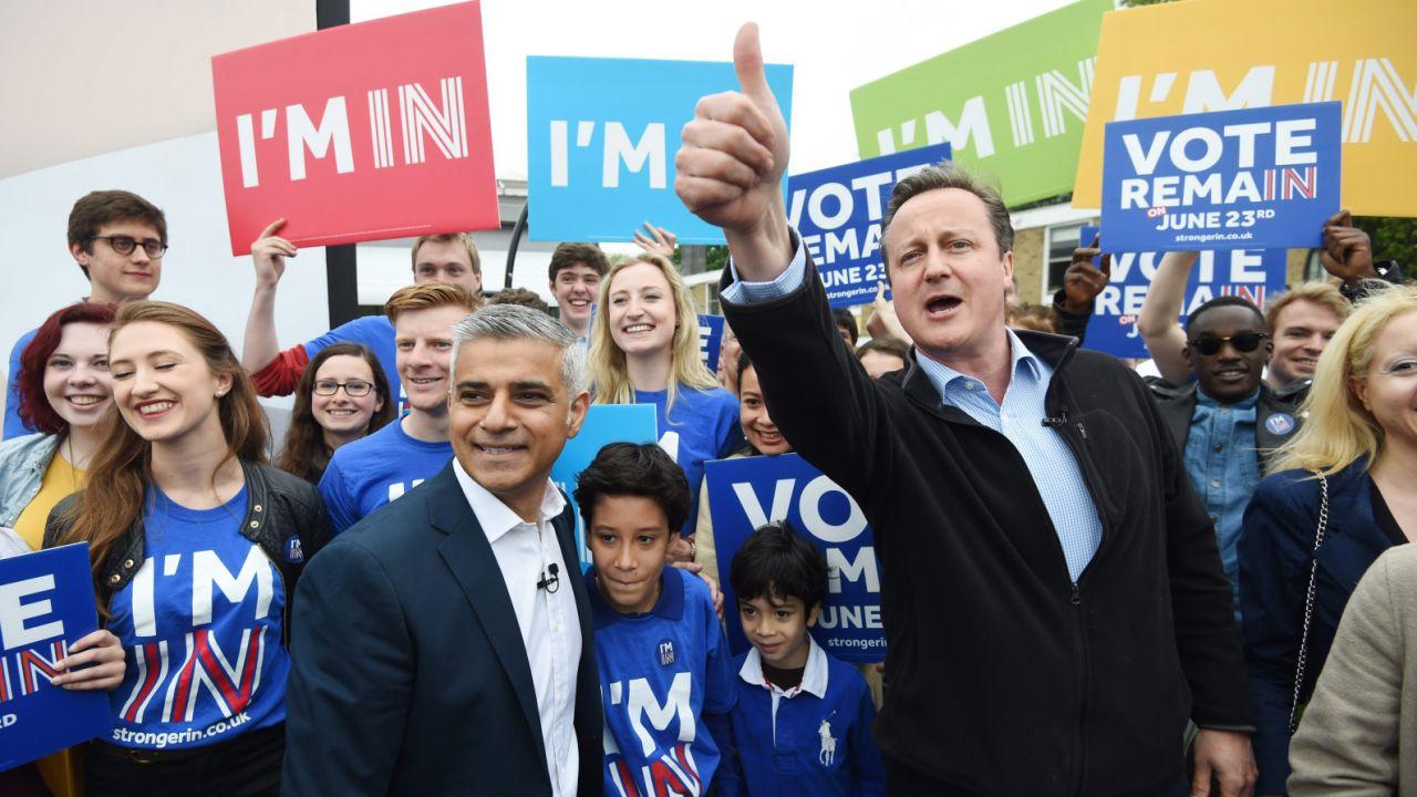 Brytyjski premier David Cameron ostrzega przed Brexitem (fot. PAP/EPA/FACUNDO ARRIZABALAGA)