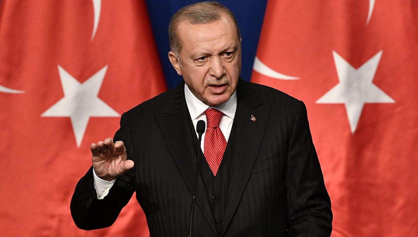 Tureckie władze grożą odsyłaniem do krajów ojczystych zagranicznych bojowników (fot. PAP/EPA/ZSOLT SZIGETVARY)