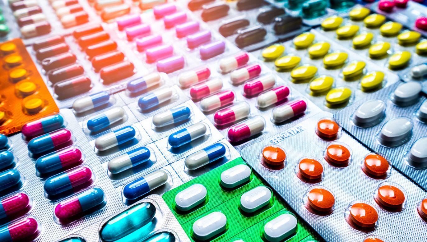 """Minister podkreślił, że w 2015 r. rząd PO-PSL przeprowadził zmianę prawa, która może być jego zdaniem oceniana jako """"prezent dla mafii lekowej"""" (fot. Shutterstock/Fahroni)"""
