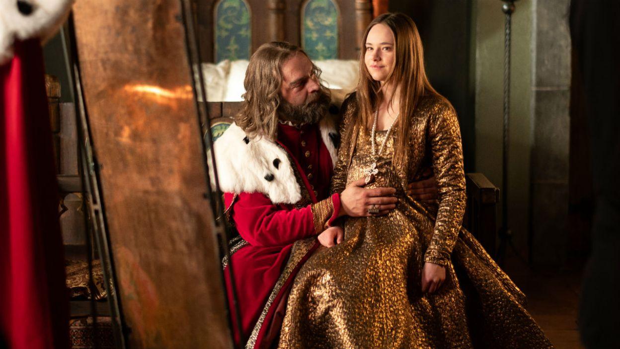 Jednak również ostatnia z żon nie dała mu upragnionego następcy, na świat przyszły trzy królewskie córki (fot. TVP)