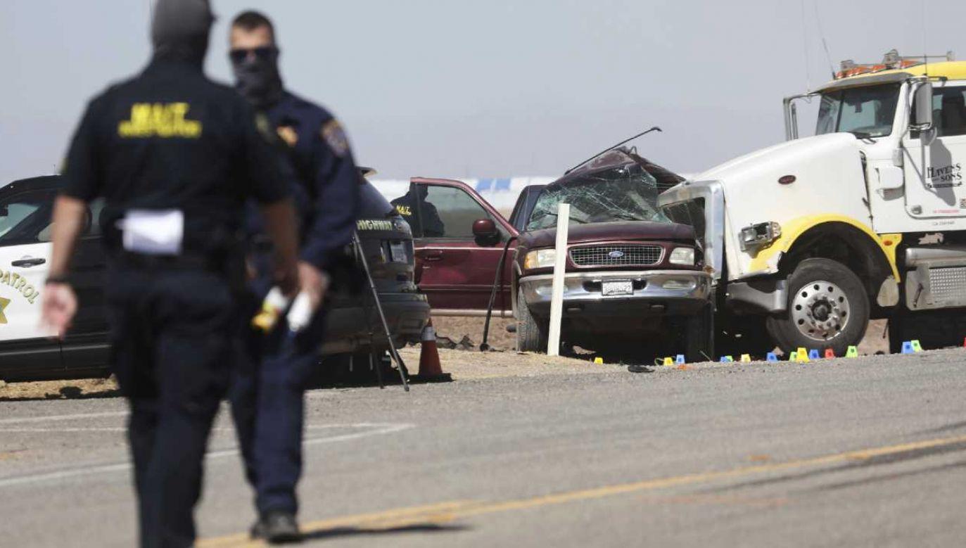 SUV-em podróżowało znacznie więcej osób niż powinno (fot. PAP/EPA/Sandy Huffaker)