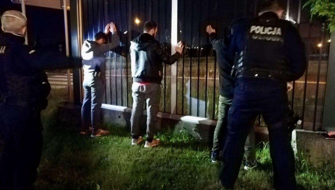 Imigranci przyjechali ukryci w tirze z ładunkiem ziemniaków(fot. Policja Śląska)