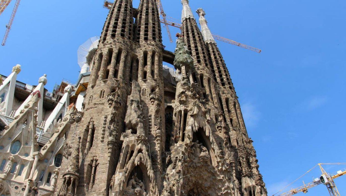 Sagrada Família, czyli Świątynia Pokutna Świętej Rodziny, to jeden z symboli Barcelony i atrakcja turystyczna (fot. Wikimedia Commons/Fred Romero)