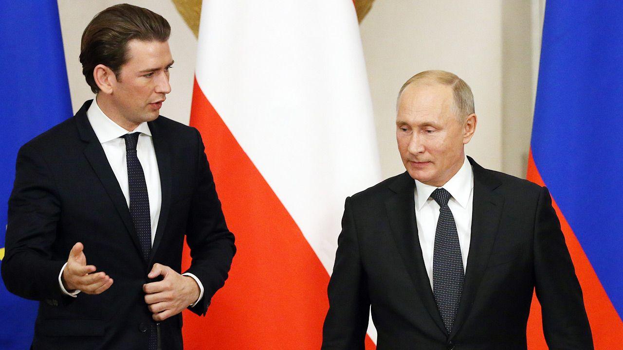 Kanclerz Austrii Sebastian Kurz (L) i prezydent Rosji Władimir Putin (P) (fot. Mikhail Svetlov/Getty Images)