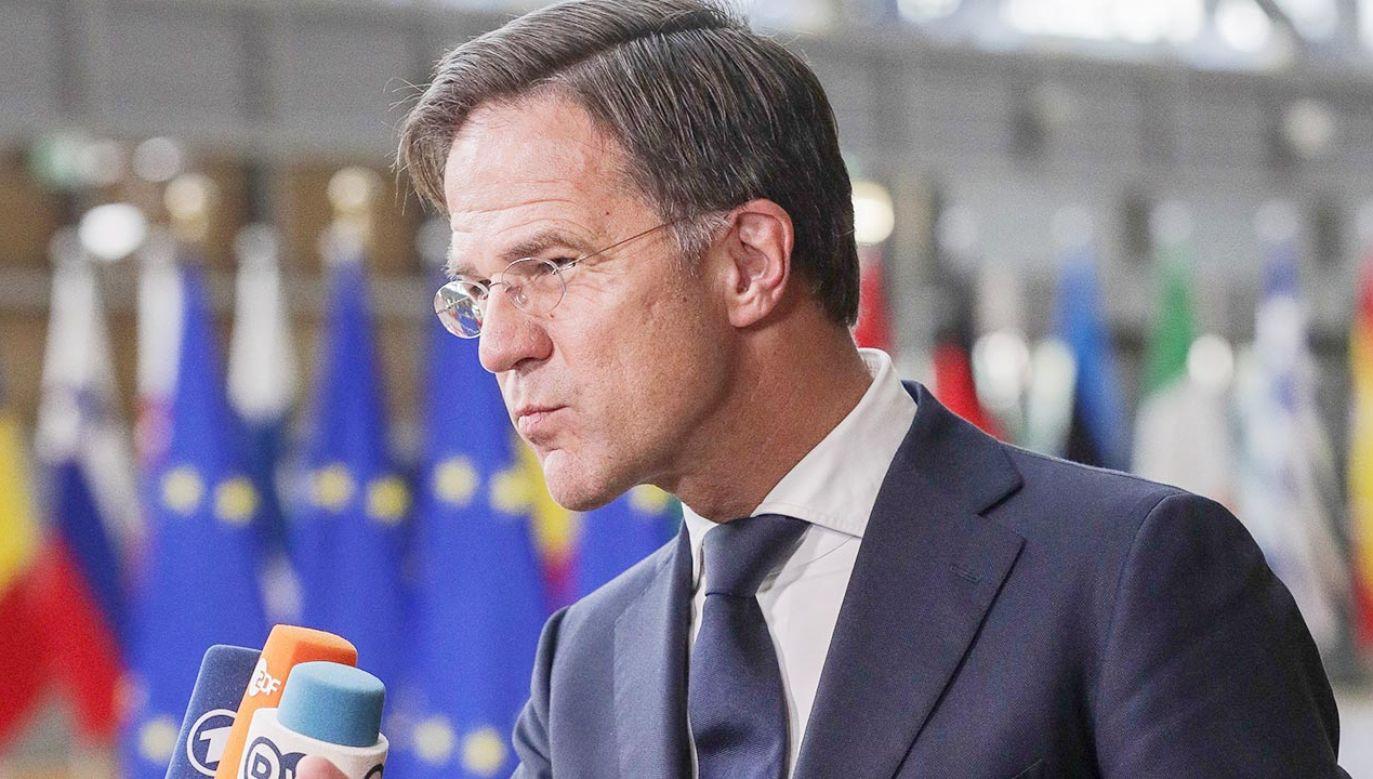 Premier Holandii Mark Rutte to jeden z najgłośniejszych w UE krytyków polskiego rządu (fot. PAP/EPA/OLIVIER HOSLET / POOL)