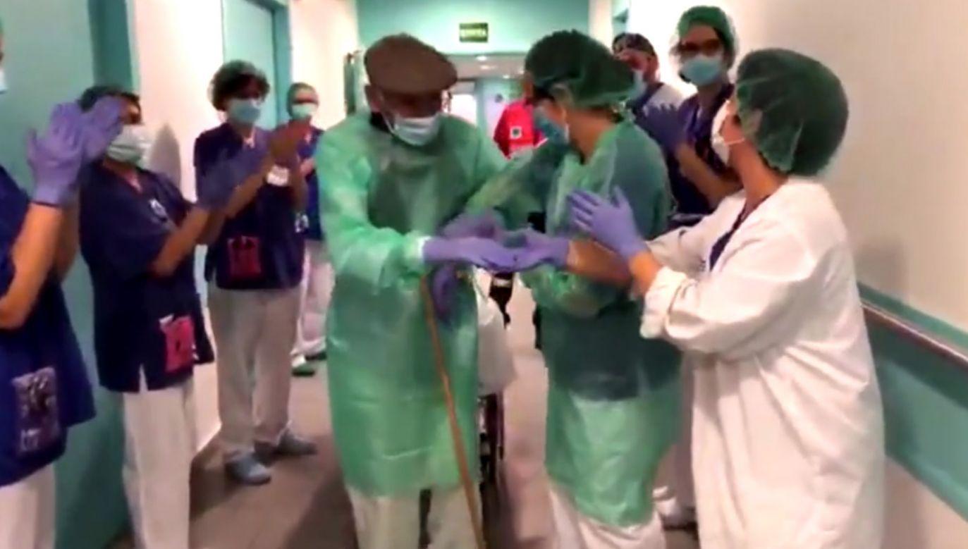 Jak poinformował szpital, 93-latek to pierwszy pacjent wyleczony z covid-19 w tej placówce (fot. Fundació St Hospital)