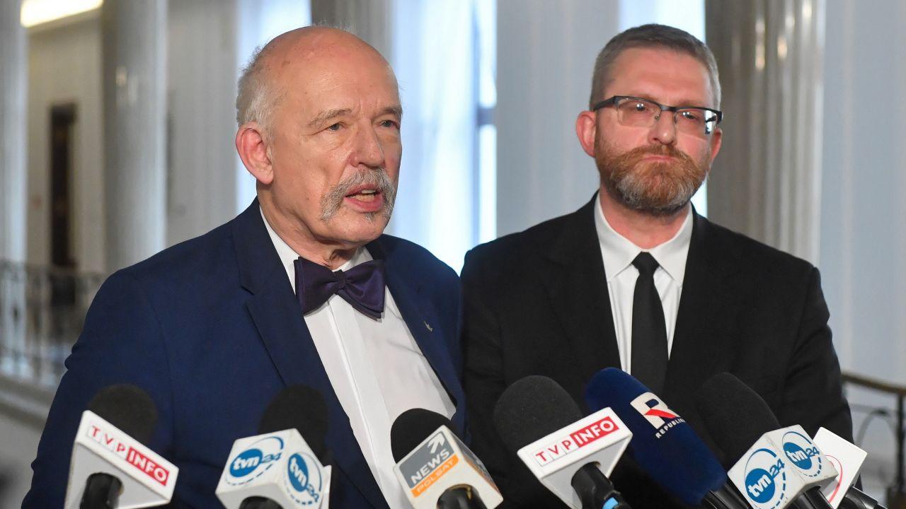 Janusz Korwin-Mikke i Grzegorz Braun (fot. Radek Pietruszka/PAP)