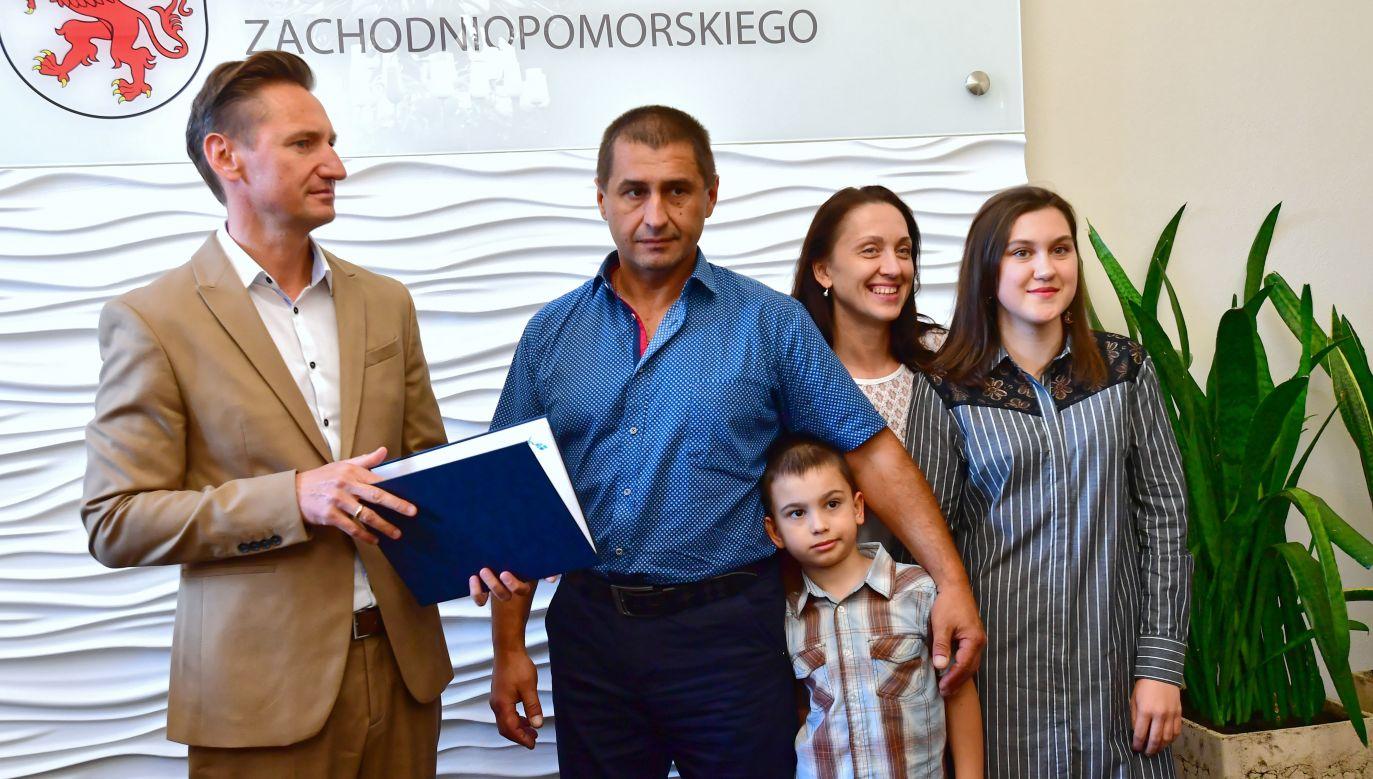 Ukraiński kierowca nagrodzony za odwagę (fot.PAP/Marcin Bielecki)